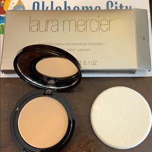 NIB Laura Mercier smooth finish foundation powder